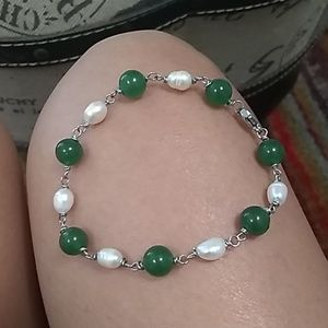 Jewelry - PEARL AND GREEN ADVENTURINE BRACLET